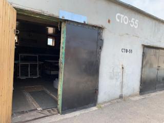 помещение с оборудованием для производства пластиковых окон, металлических профилей