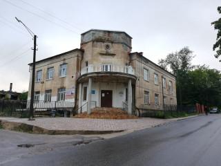 Отдельно стоящее здание в центре города вместе с землей 25 сот