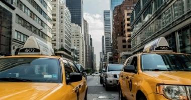 Яндекс.Такси планирует страховать своих клиентов во время...