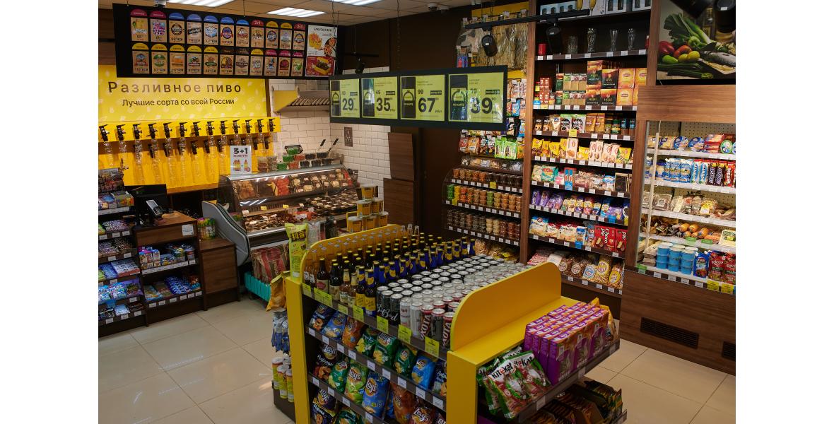 Планировка магазина выполнена с учетом правил мерчендайзинга и накопленного опыта. Все виды оборудования унифицированы и подходят для разных торговых объектов - это позволяет нам в сжатые сроки запускать магазины и экономить на цене закупа.