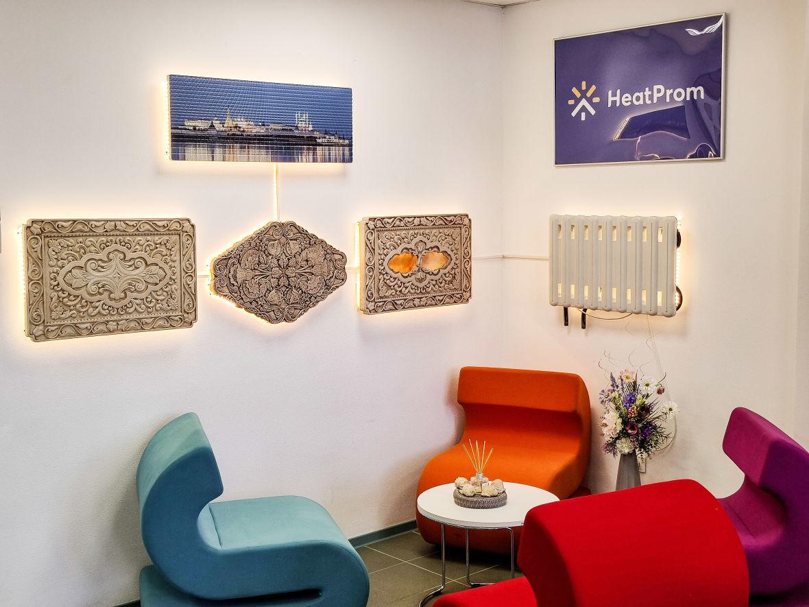 Выставка каменных радиаторов в центрах продаж напоминает картинную галерею