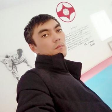 Даник Есенов