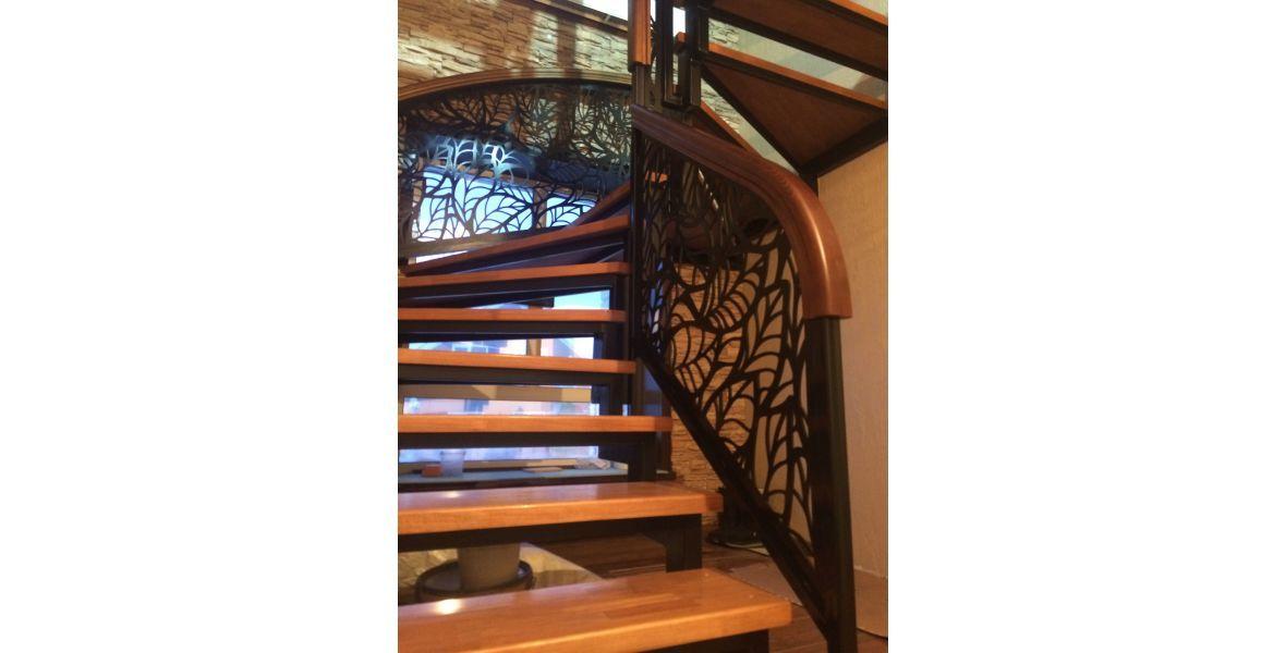 Лестницы с ограждением орнаме